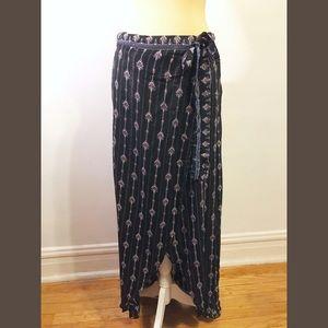 NWT FRANCESCA'S black printed boho wrap maxi skirt